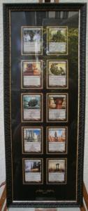 Mehrere Fantasyspielkarten in einem Bilderrahmen